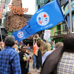 IAM bolsters the picket line of striking Rainforest Café workers!